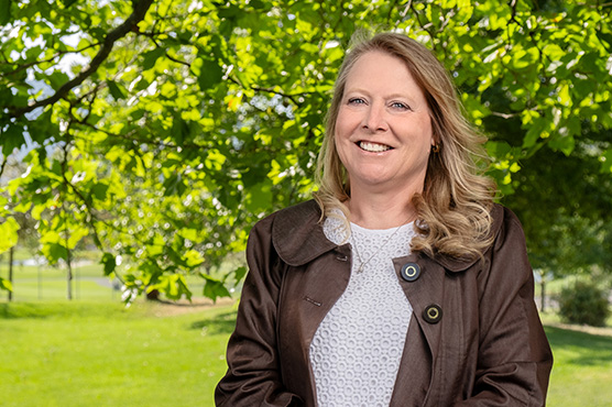 Home Loan Officer Cindy Stevens in Cannon Hill Park